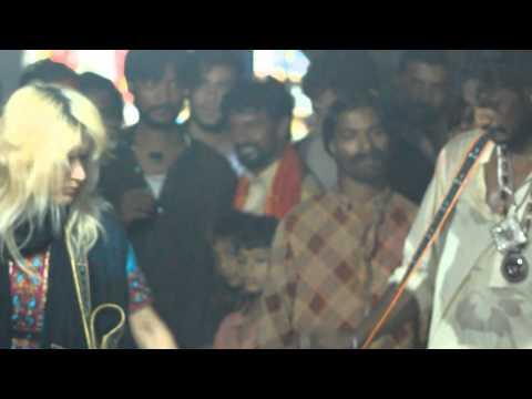 RANI TAJ - Dhol at Shahbaz Qalandar Darbar