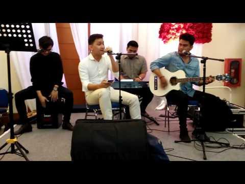 Akustik Juan benedict (mylo band ) diacara nikahan Sepupunya 'part 1'