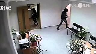 В Набережных Челнах задержан мужчина, пытавшийся ограбить банка(В Набережных Челнах сотрудники полиции задержали мужчину, который с пневматическим пистолетом в руках..., 2014-03-25T13:15:00.000Z)