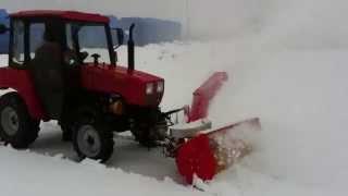 Трактор МТЗ Беларус 320.4 со шнекороторным снегоочистителем (уборка снега)