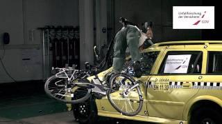 UDV Crashtest: Pedelec Fahrer mit Helm gegen Auto