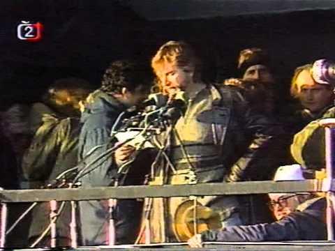 První obří demonstrace na Letné (25.11.1989)