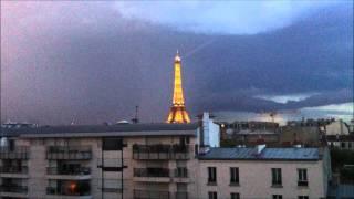 Orage à Paris. Eclairs sur la tour eiffel !