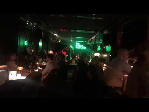"Adriana Lòpez ""La Pimienta"" en the jungle Jazz Club by Amazònico."