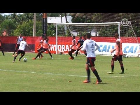 Paulinho faz golaço e acaba com treino do Flamengo