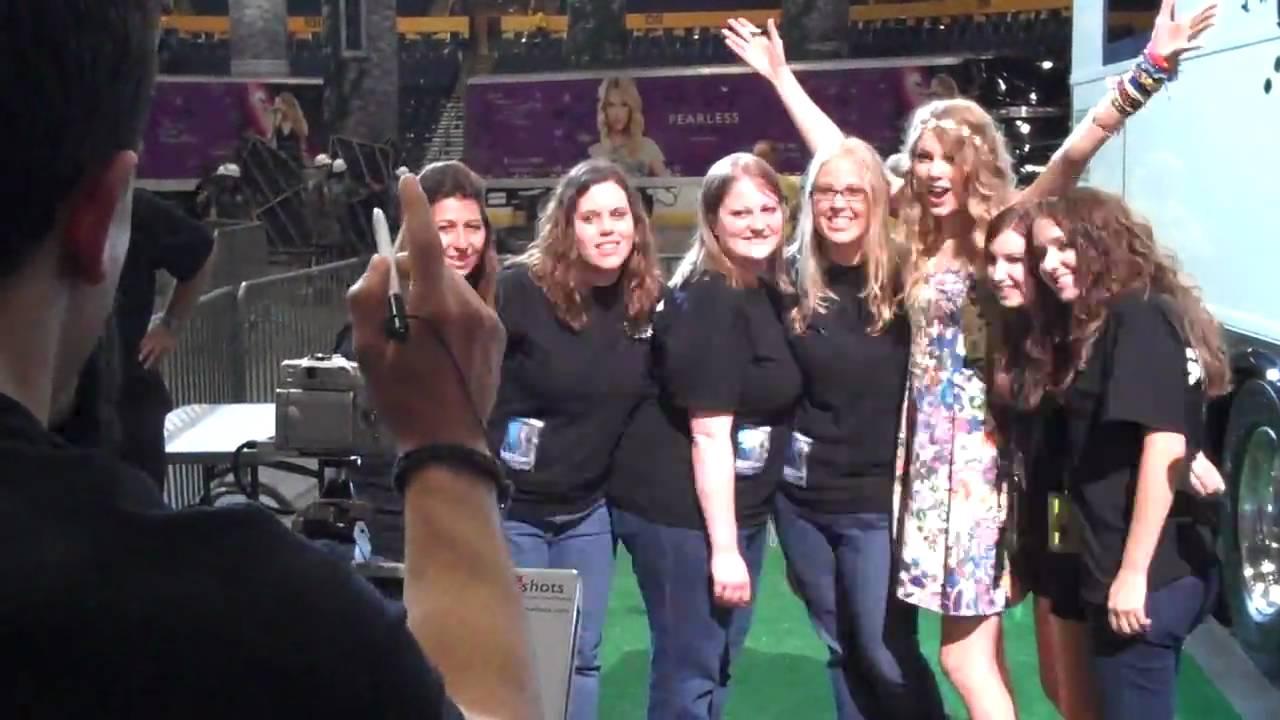 Taylor Swift After 13 Hrs On Her Feet Meet Greet Cma Fest