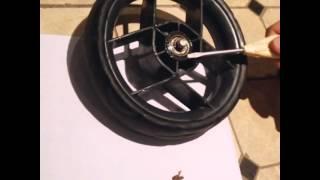 Как снять колесо с детской коляски Orbit baby g2 (ремонт)(Orbit baby g2 wheel repair (ремонт колеса). Смазывание подшипника в детской коляске. Ремонт детской коляски. Как снять..., 2014-10-28T15:29:46.000Z)