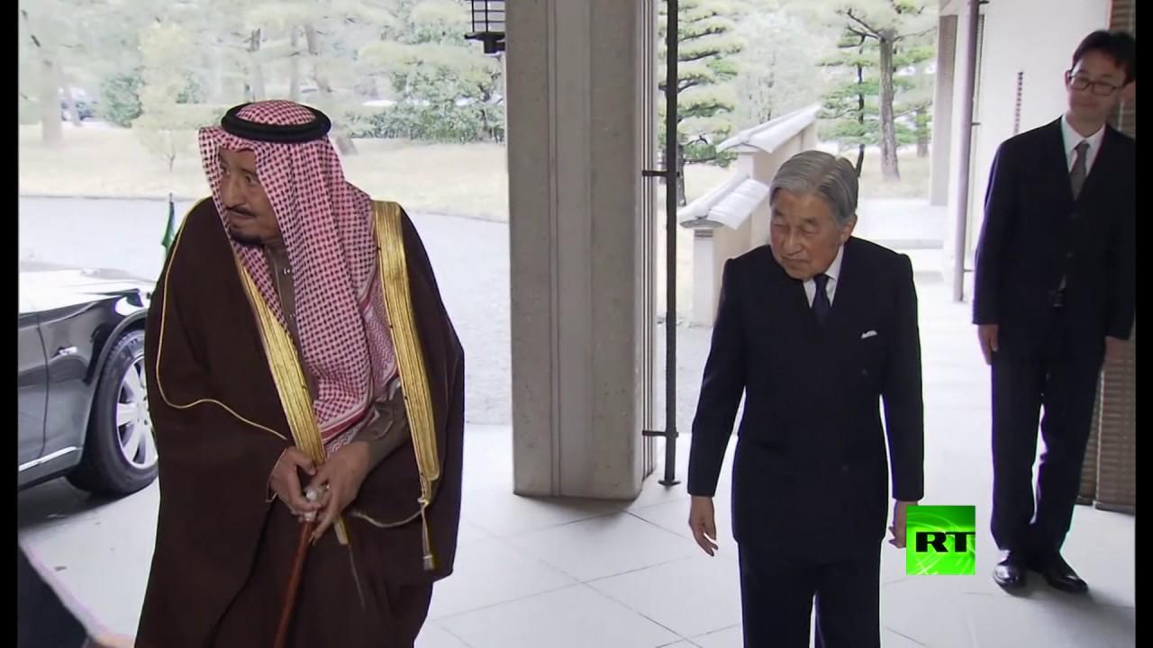 لحظة لقاء الملك السعودي مع الإمبراطور الياباني
