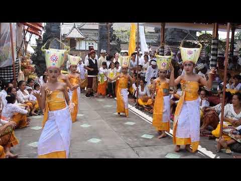 Rejang Dewa Piodalan Pura Dalem Penataran Ped Nusasari 28 Pebruari 2018