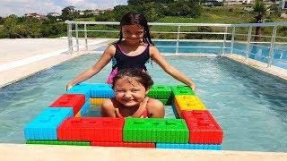 Renkli Legolarla Havuz Simidi Yaptık- Elif Öykü and Masal swimming Pool Pretend Play Colored Bloc