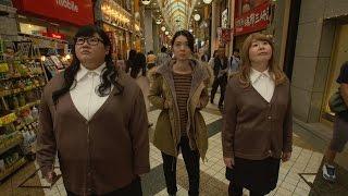橋本里名(中村映里子)が重田不動産に入ると、そこには店内に客と二人...