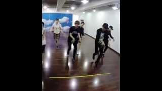 Video [BAEKHYUN FOCUS] EXO - Love Me Right Dance Practice download MP3, 3GP, MP4, WEBM, AVI, FLV Januari 2018