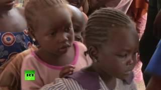 在尼日利亚人们进行接种防止脊髓灰白质炎