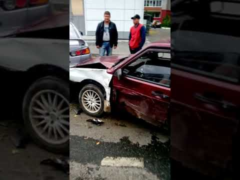 ДТП в Тюмени между тремя автомобилями