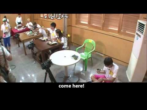[RM](Eng sub)Gary protects Jihyo from Ji sukjin's chopsticks 런닝맨 개리는 지석진에게 : 밥 그만 먹고싶어?!
