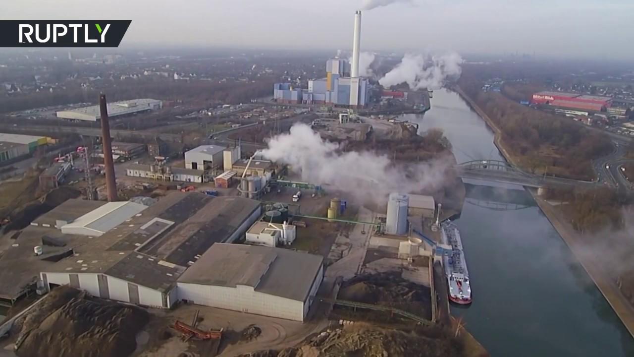 Ácido de humos en Oberhausen, Alemania tras fuga en al menos 150 personas de planta química (tomas de drone)