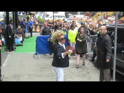 Kim Fields The Facts of Life star waving at fans after promoting For Better Or For Worse on GMA