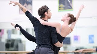 Rehearsing Manon: the bedroom pas de deux | English National Ballet