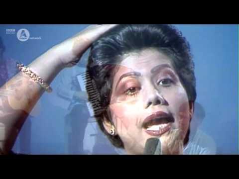Runa Laila - Bondhu Tin Din Tor Bari