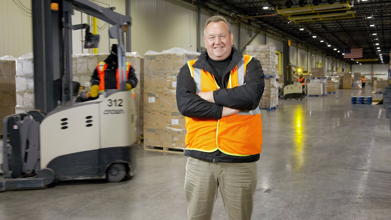 Crown Lift Trucks Exceed Expectations for Henningsen Cold Storage  sc 1 st  YouTube & Crown Lift Trucks Exceed Expectations for Henningsen Cold Storage ...