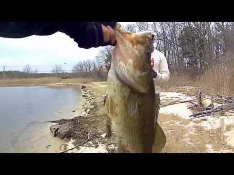 Spring Time Bass Fishing - New PB For 2017! - Long Island, NY