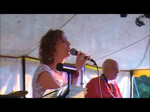 Gail Andrews singing with The Splinters Band