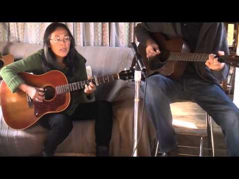 AUX MARCHES DU PALAIS ( chanson française traditionnelle )