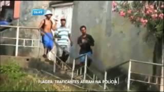 Flagrante: traficantes trocam tiros com polícia em comunidade controlada por UPP