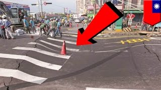 Road collapse: 1 meter deep sinkhole appears in newly paved road - TomoNews