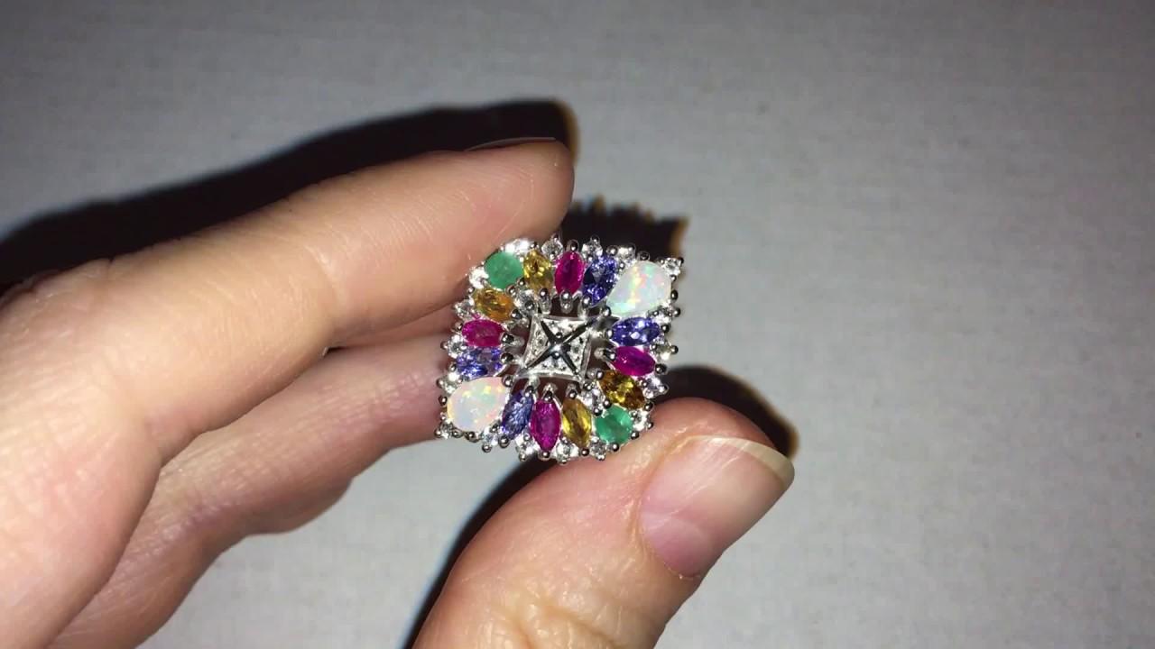 Золотые и серебряные кольца с изумрудом по доступной цене. Большой выбор, фото.
