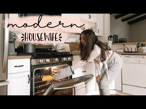 24 HOURS AS A MODERN HOUSEWIFE