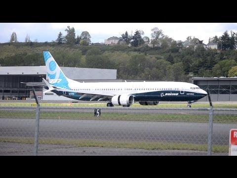Boeing 737-9 MAX [N7379E] Landing At BFI