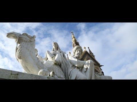 Albert Memorial: Prince Albert statue in Kensington Gardens