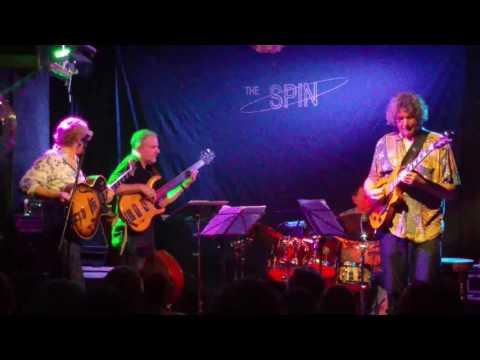 virtuoso-jazz-guitarist-john-etheridge-playing-at-the-spin-jazz-club,-oxford