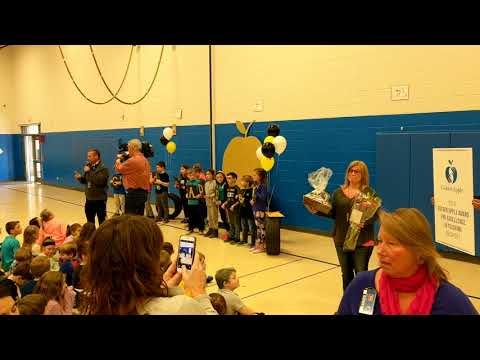 Jeri Faber surprised with 2018 Golden Apple Award at Ringwood School Primary Center in Ringwood