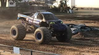 Monster Truck Shootout - Racing: Predator vs. Ballistic