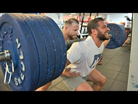 Lukas und David trainieren Beine