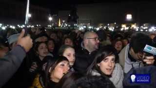 Napule è, flash mob per Pino Daniele in Piazza del Plebiscito (06/01/2015)