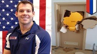 Американский бобслеист пробил дверь, чтобы выбраться из душевой(Россия -- страна настоящих мужчин. Главный мужчина страны -- президент -- занят многими мужскими делами, для..., 2014-02-12T14:50:28.000Z)