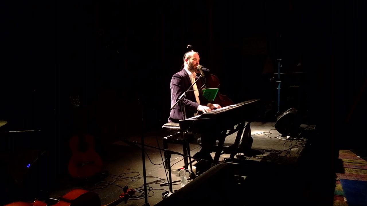 """יונתן רזאל בשיר מחווה למאיר בנאי ז""""ל """"גשם"""" - LIVE"""