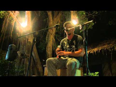 Simon Wright - Pony (Live Loop Cover at Banyans Koh Tao)