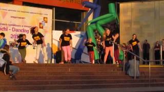 22 11 2014 День нашего горда. Танцевать сочинская молодёжь умеет.