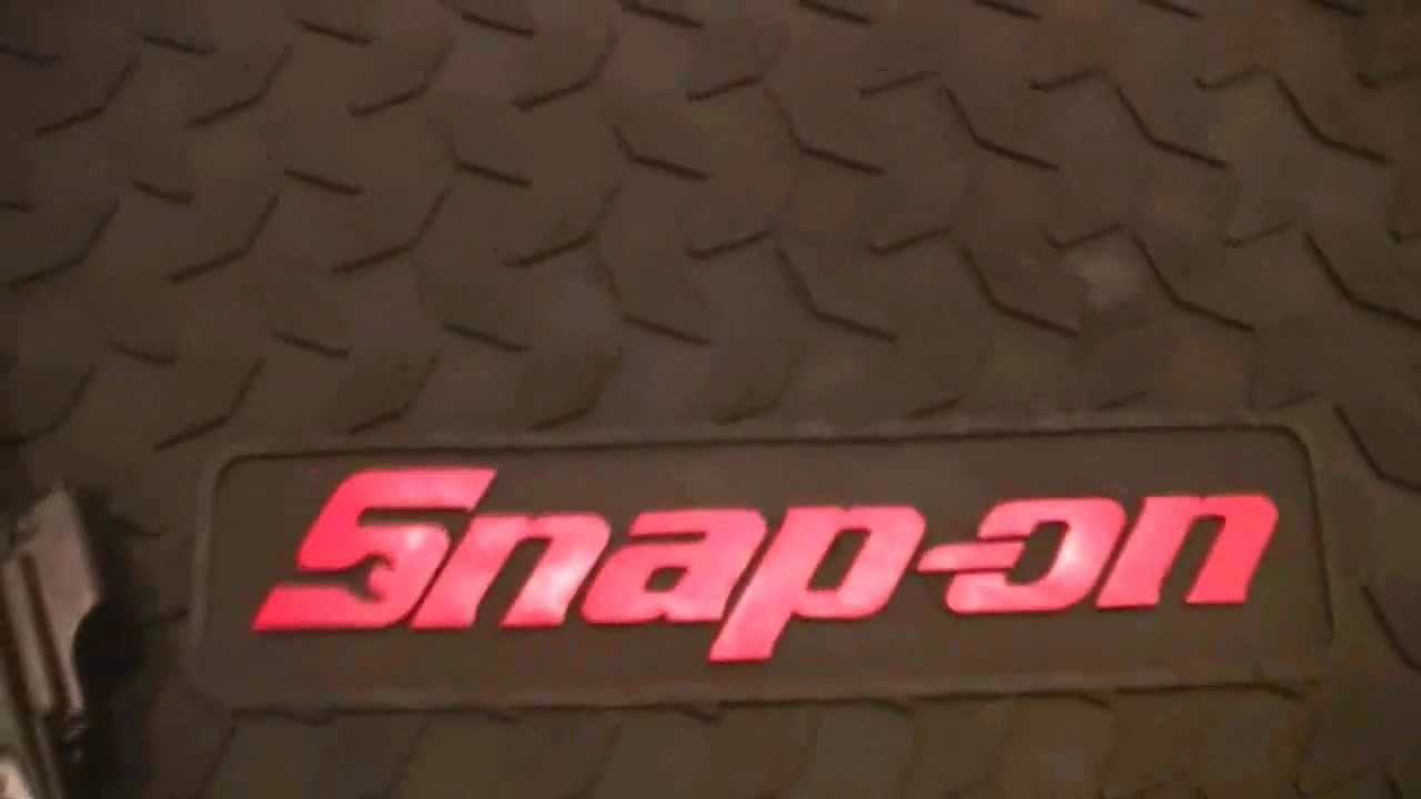 Snap On Diamondplate Anti Fatigue Garage Door Mat With Red Snap On Logo