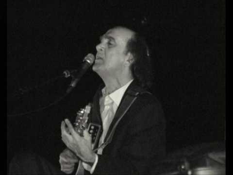 FAUSTO - Navegar, Navegar: Fausto, grande cantor Português, aqui num dos grandes exitos de sua carreira.