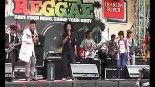 The Grand Bradda Sista at Kampoeng Reggae.wmv