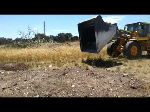 another-big-volvo-bucket-front-end-loader-antique-bottle-and-relic-dig---part-2