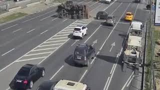 26 августа на Волоколамском шоссе грузовик перевернулся и перекрыл три полосы