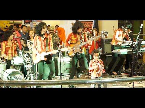 Mari Berjoget & Cubit-Cubitan ★ Goyang Asyik Bareng T-Koes Band @ Plaza Blok M (31/07)