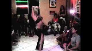 Amanda Murad dançando no  IV Dia Operação Dança do Ventre eu Apoio no Estúdio El Said