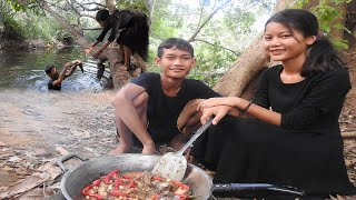Amazing Fry fish with peanut recipe of beautiful girl-Skill cooking